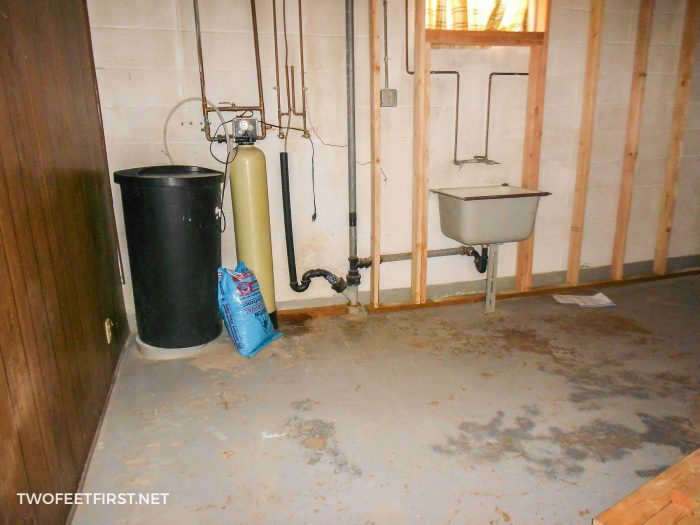 old dated laundry room