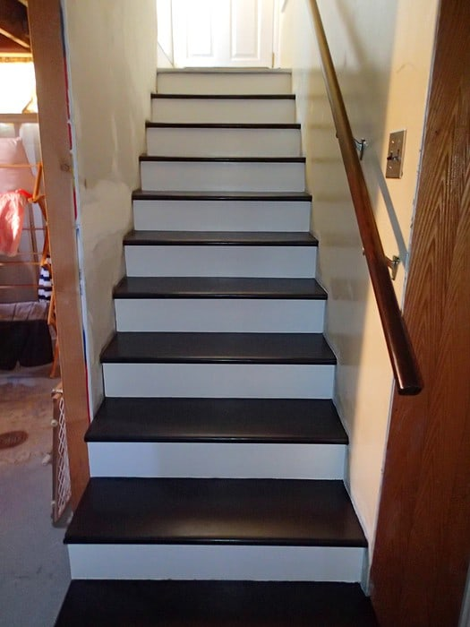 stairs with no carpet