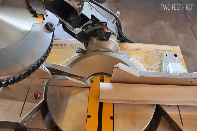 placing-dowel-onto-saw