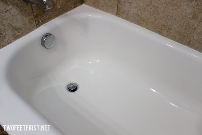 The easy way to clean the bath tub.