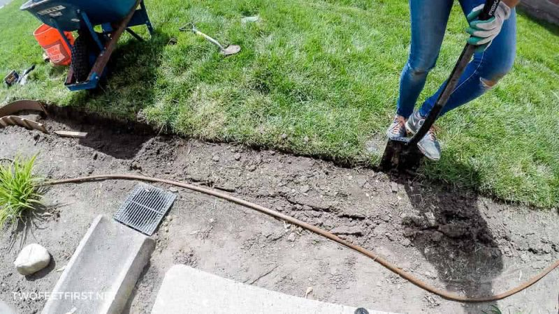 digging trench for concrete landscape edging