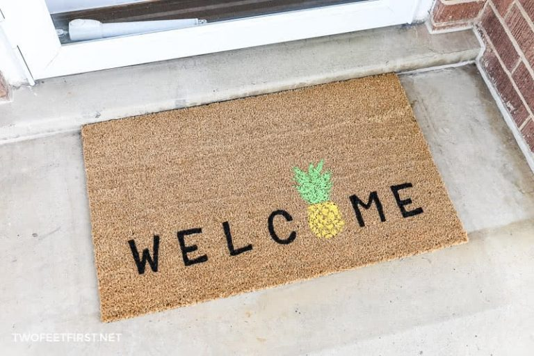 DIY Welcome Pineapple Doormat