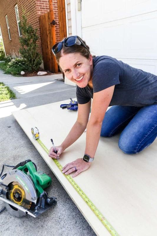 women measuring plywood