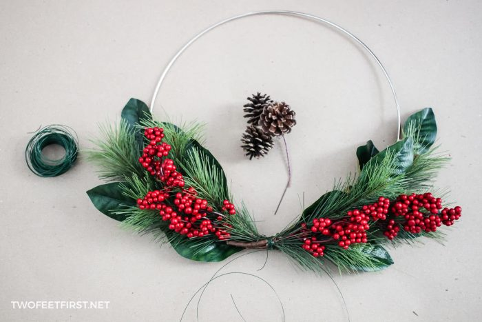 make a homemade holiday wreath
