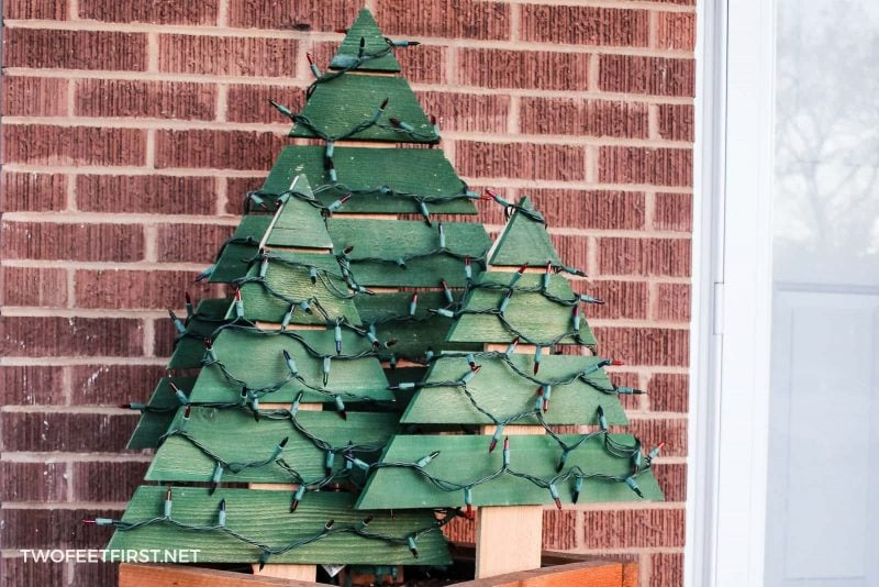 So outdoor Christmas decorations are a must! Here is a simple way to decorate by creating a homemade outdoor Christmas tree with lights.