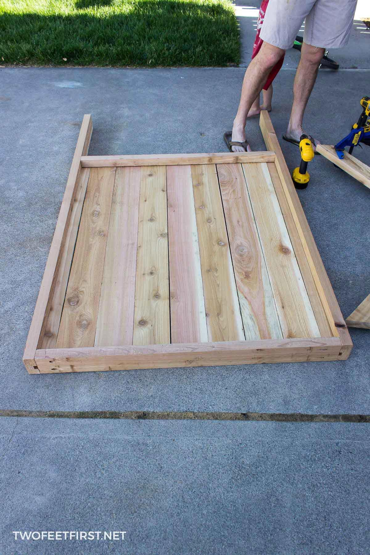 building wooden gate