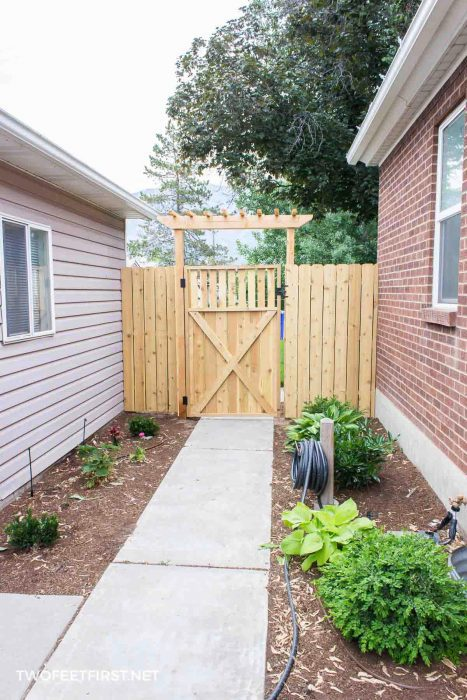 build wooden gate for fence
