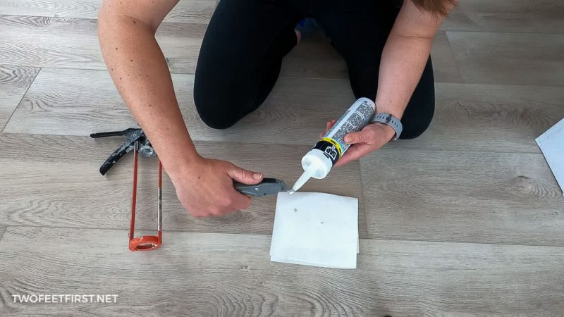 cutting caulk tube with razor