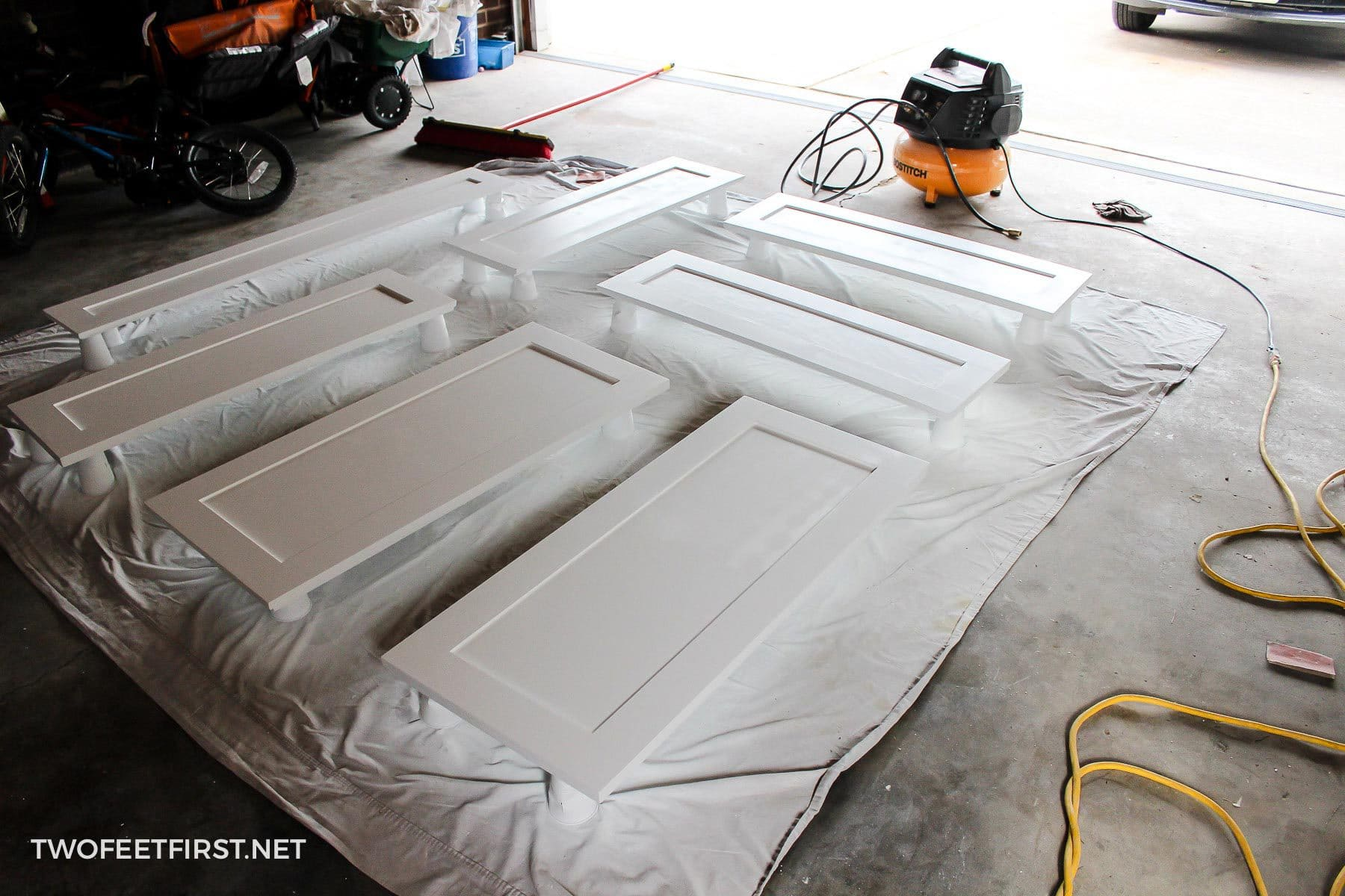Paint Kitchen Cabinets With A Sprayer, How To Paint Kitchen Cabinets White With A Sprayer