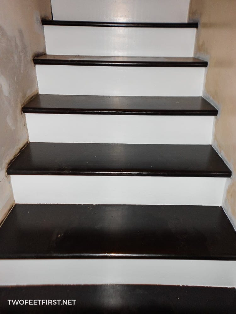 How to remodel stairs from carpet to wood