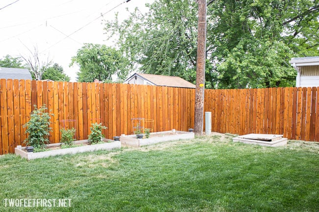 How we installed a new fence and stained it.