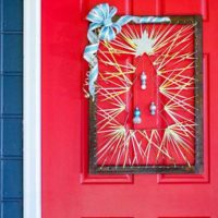 Make this Wooden Nontraditional Christmas Door Decor: Magical!